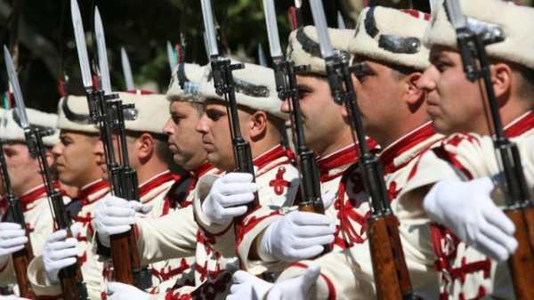 Национальной гвардейской части Болгарии с карабинами СКС 18