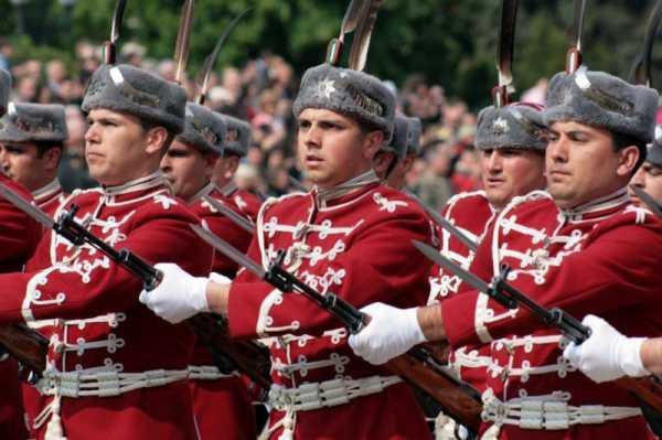 Национальной гвардейской части Болгарии с карабинами СКС 23
