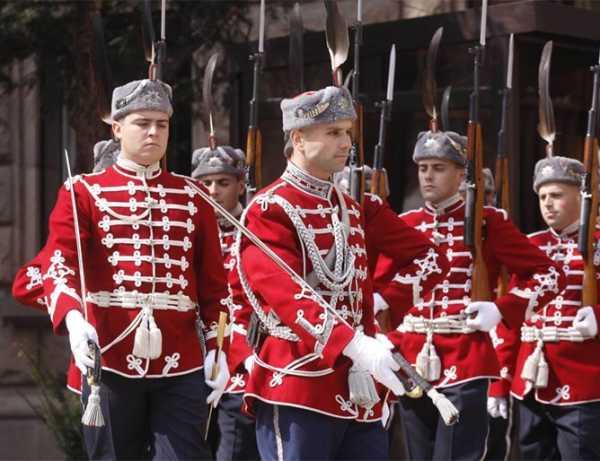 Национальной гвардейской части Болгарии с карабинами СКС 22