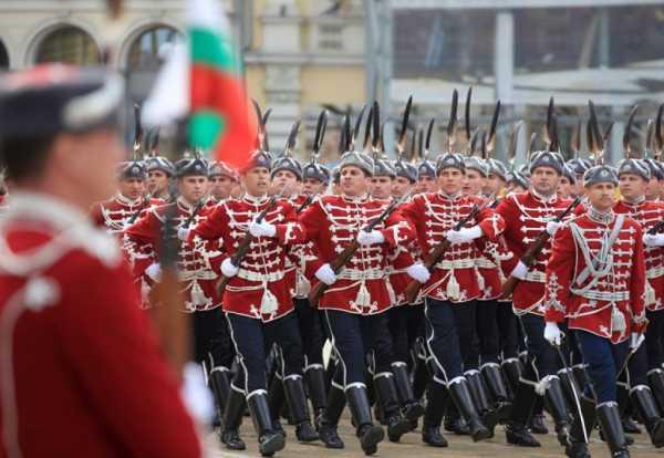 Национальной гвардейской части Болгарии с карабинами СКС 28