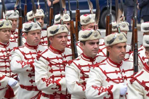 Национальной гвардейской части Болгарии с карабинами СКС 29