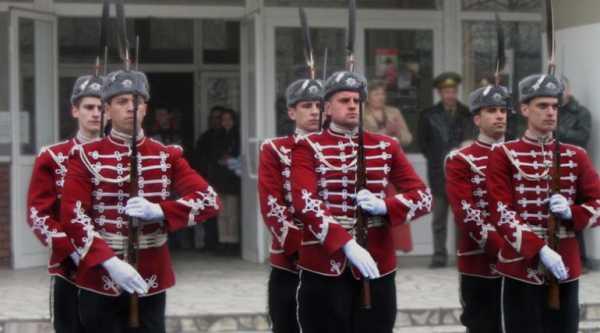 Национальной гвардейской части Болгарии с карабинами СКС 32