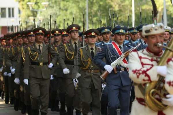 Национальной гвардейской части Болгарии с карабинами СКС 33