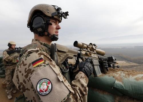 Солдат бундесвера с винтовкой Heckler & Koch G28