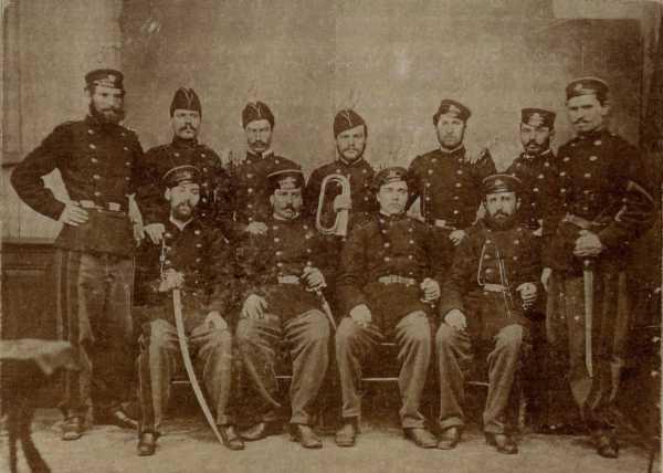 Участники Второй Болгарской легии (1867—1868 гг.). В. Левский третий слева в первом ряду 02