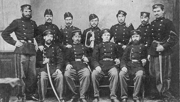 Участники Второй Болгарской легии (1867—1868 гг.). В. Левский третий слева в первом ряду 03