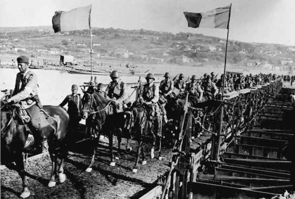 Румынская кавалерия переходит Днестр. Июль 1941 г.