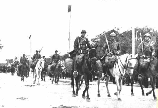 Румынская кавалерия вступает в Кишинёв