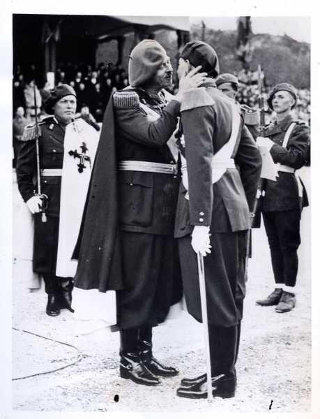 Король Румынии Кароль II и крон принц Михай 01