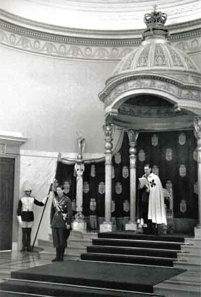 Румынский король Кароль II зачитывает тронную речь в королевском дворце в Бухаресте (1939 год)