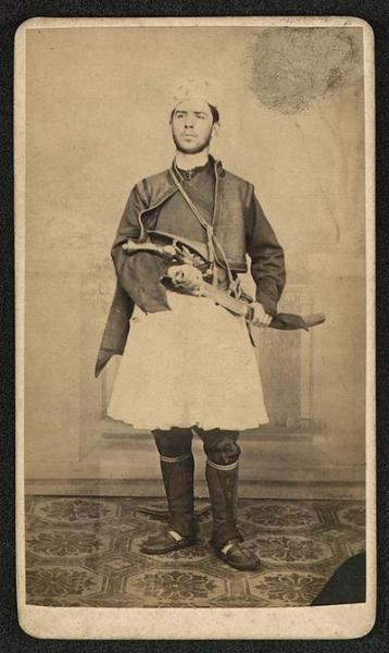 Мишайков в албанско национално облекло