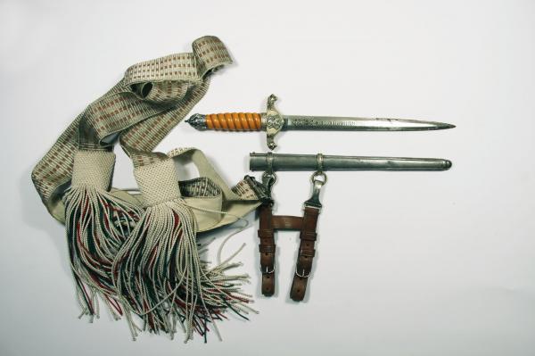 общовойскови царски кортик с колан и пискюли 01
