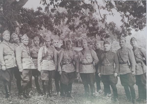 майор Никола Михов с офицерами своего штаба. У всех офицеров   армейские кортики обр. 1936 года. Начало 1940 х