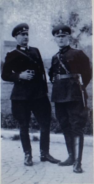 болгарской армии в строевой форме и армейскими кортиками обр. 1936 года (фото 1937 года) 01