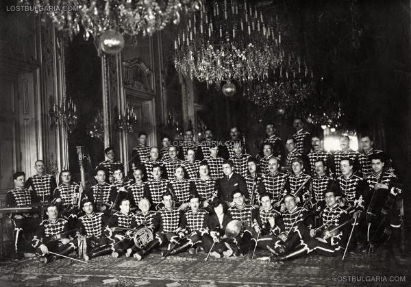 симфоничен оркестър, заснет в Тронната зала на Двореца в София, края на 30 те години на ХХ век 01