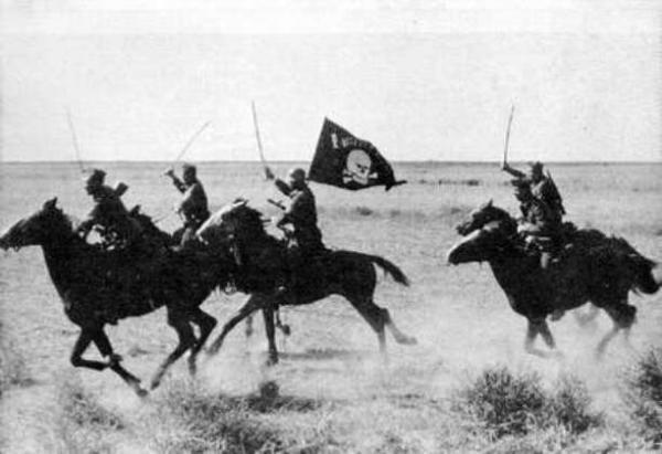 конного полка CC Мёртвая голова в атаке 01