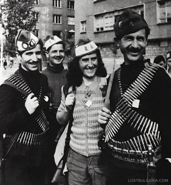 """на Отечествения фронт след деветосептемврийския преврат на улица """"Московска"""" в София, септември 1944 г. 01"""