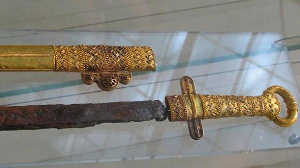 хана Кубрата (предположительно) из Перещепинского клада 05