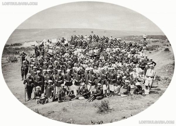 и войници от 3 та Гвардейска пехотна дивизия, вероятно в лагера при Яръм Бургас (дн. Кумбургас, Турция), 1878 г.