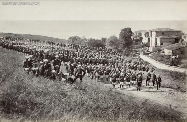 пред празничната шатра за полкови празник в лагера на 3 та Гвардейска пехотна дивизия край Яръм Бургас (днес Кумбургас, Турция), август 1878 г.