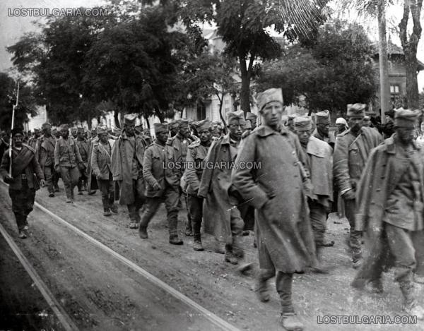 проводят по Софии пленных сербов. Вторая балканская война 1913 года