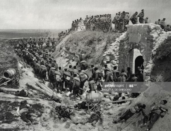 The Bulgarian army laying siege to the fort of Kaucas Tabia. Serbian Bulgarian War, Bulgaria,