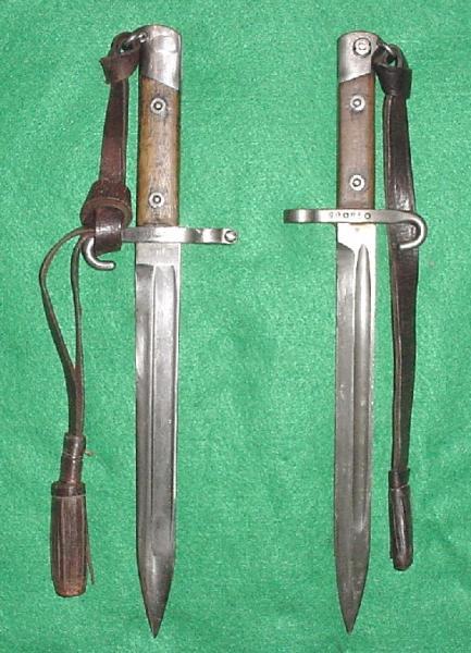 штыки М.88 и М.95 с характерными болгарскими темляками из кожи
