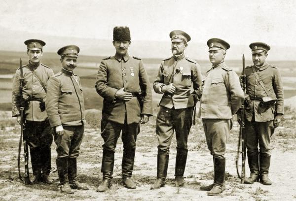 офицери с офицер от съюзната османска армия    1916 година
