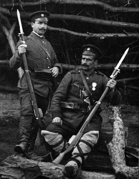 болгарских военнослужащих с винтовками Манлихера М1895 с примкнутыми штыками 01