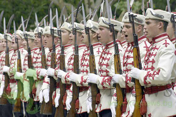 Национальной гвардейской части Болгарии с карабинами СКС 21