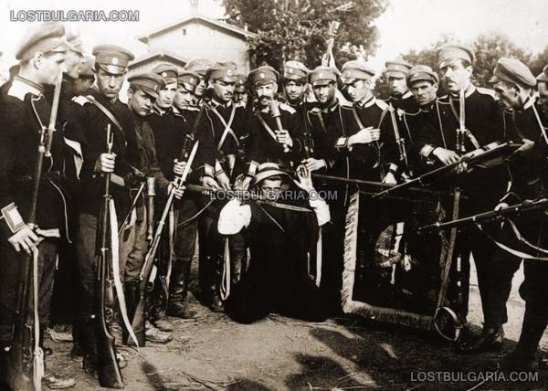 , заловили член на Оранжевата гвардия след деветоюнския преврат за свалянето на режима на Александър Стамболийски, София, юни 1923 г.