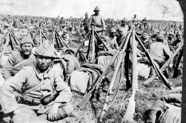 солдаты во время сражения при Чанаккале. Вижны винтовки Маузера М1903. ПМВ 01