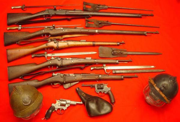 винтовки, карабины, револьверы, каски и штыки 01