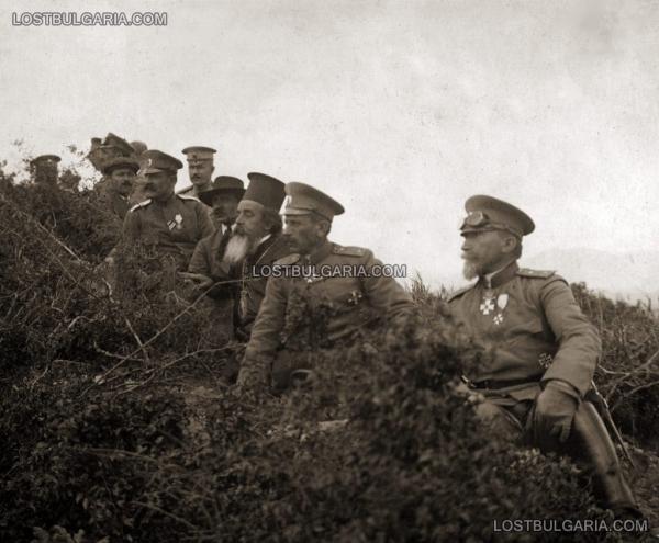 Никола Жеков на обиколка по Южния фронт. На преден план е генерал Димитър Гешов   командващ Първа армия 01