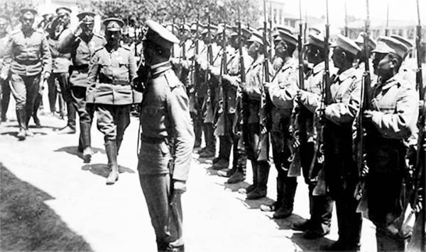 на Българската армия генерал Никола Жеков инспектира българския гарнизон в Гюмюрджина (дн Комотини в Гърция), тогава в България, 1915 г