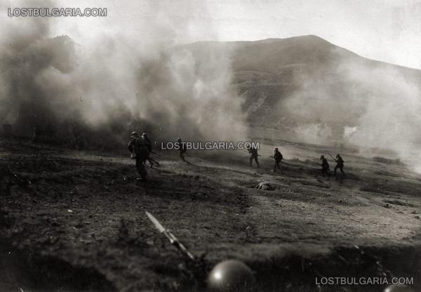 с противогази в Щурмовото Училище на 3 ти пехотен Бдински полк (обучение на щурмови групи), с. Цапари, Битолско, октомври 1917 г.
