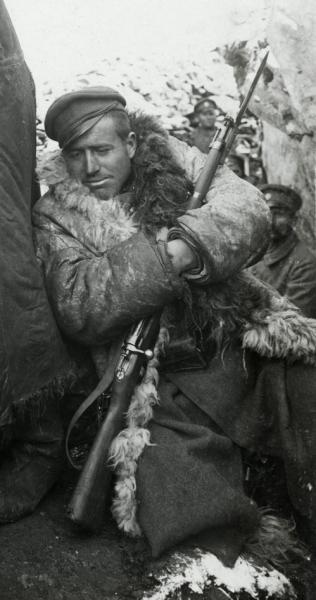 на Буджоите, 1917 год. ПМВ, Южния фронт. Болгарские солдаты вооружены винтовкой и штуцером Манлихера М1895 (03)
