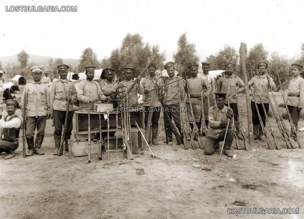 11 й Македонской пехотной дивизии с отрофейным оружием, включая британский кавалерийский палаш. ПМВ (01)