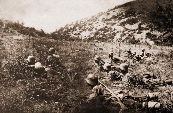 солдаты, вооружённые винтовками Манлихера 01