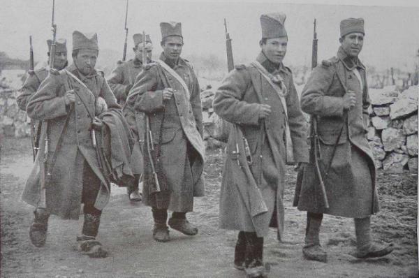 солдаты с винтовками Мосина в ПМВ 01
