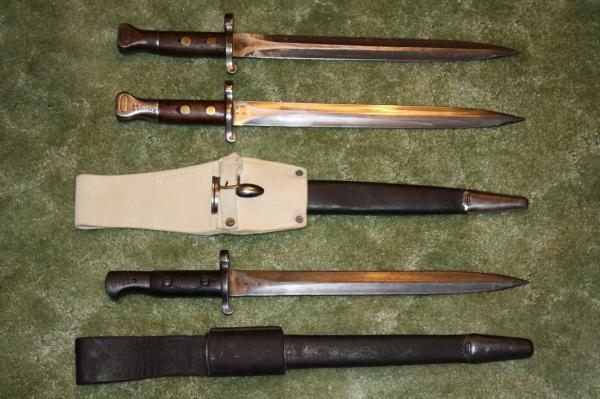 штыки. Вверху   два штыка обр. 1888 года, внизу   обр. 1903 года (01)
