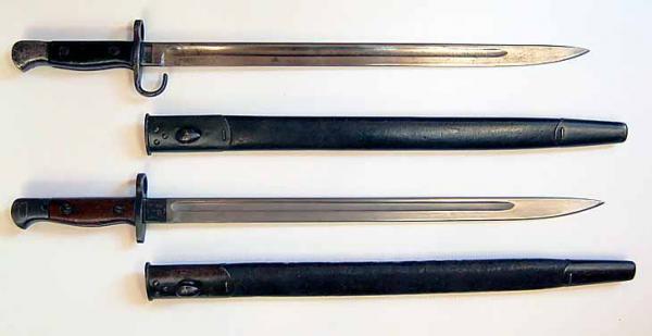 обр. 1907 года (вверху) и обр. 1907 13 года (внизу) к магазинной винтовке SMLE №1 Mk. III