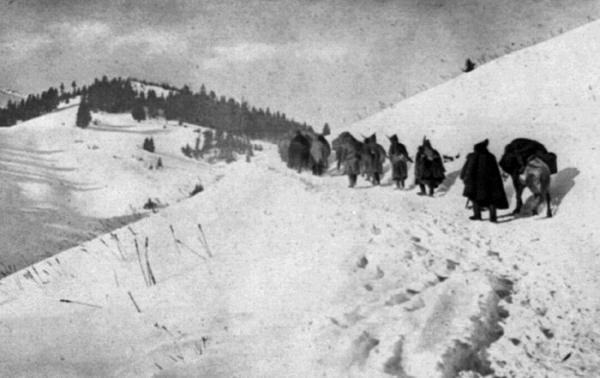 солдаты в Албанских горах. ПМВ 01