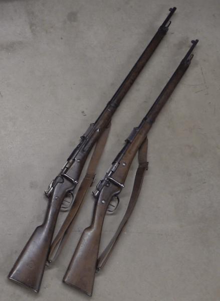 Бертье обр. 1907 года (слева) и обр. 1902 года (справа)