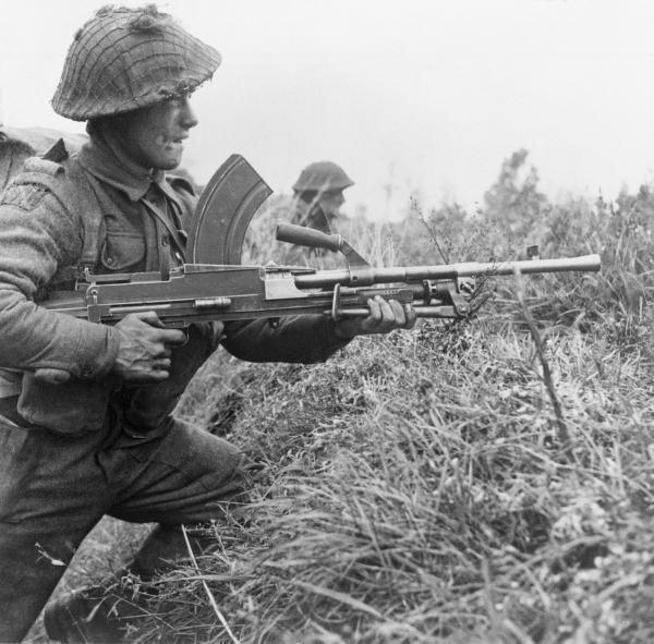 A Bren gunner of the 8th Royal Scots at Moostdijk, Holland, 6 November 1944. B11758