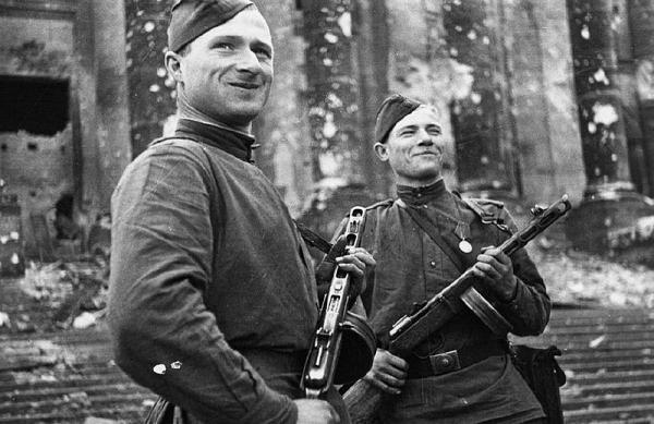 Kantaria e Egorov bianco e nero