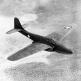 Американский реактивный самолет XP-59A «Эйркомет» во время испытательного полета