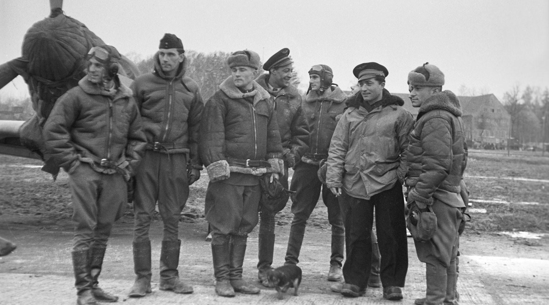 Советские и французские летчики 1-й воздушной армии [2]