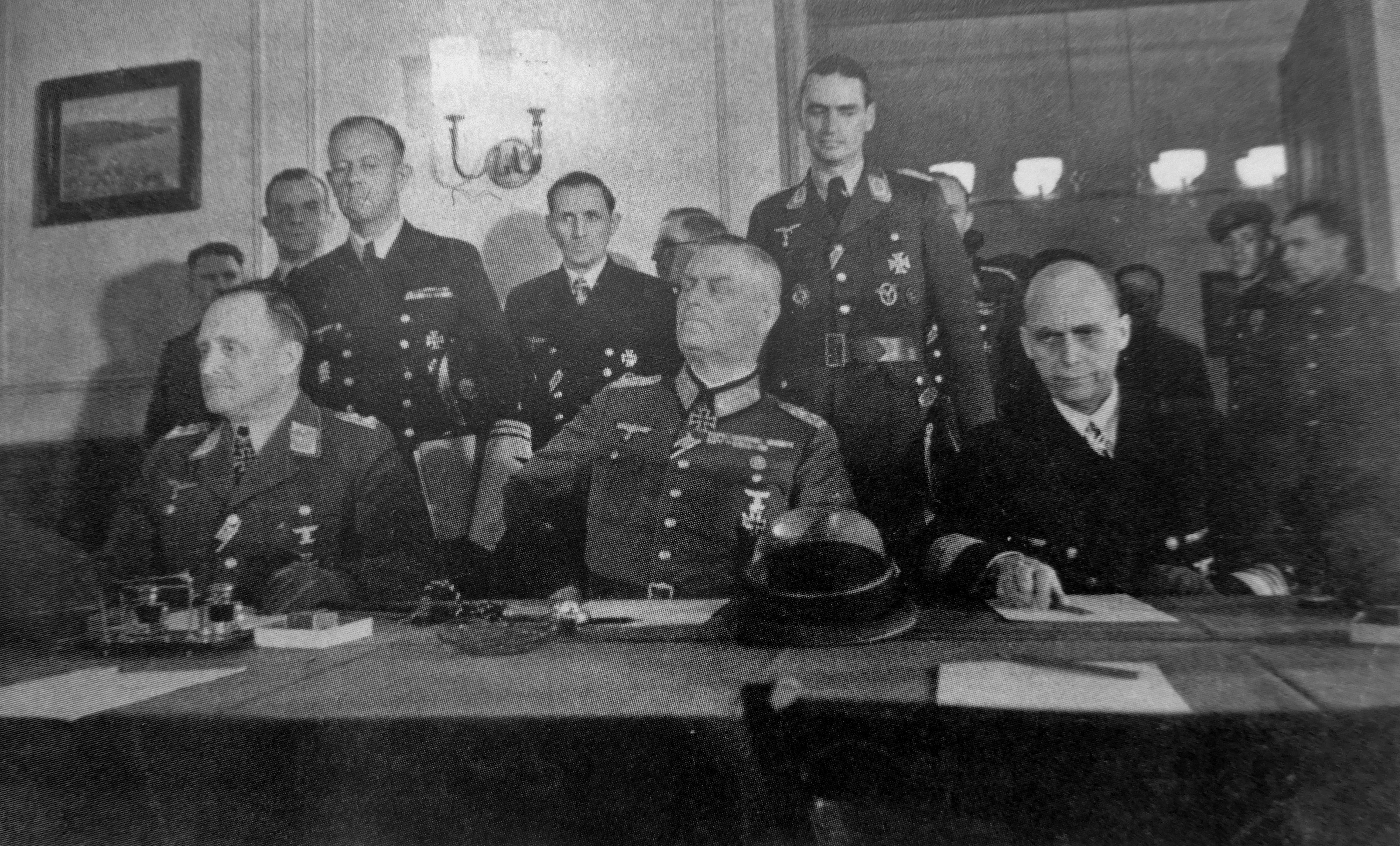 Представители Германии во время подписания Акта о безоговорочной капитуляции [2]