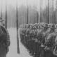 """Генерал вермахта обходит строй солдат дивизии """"Великая Германия"""" в блокированном Мемеле"""